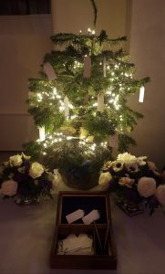 Christmas Wedding Wishing Tree, London / Photo by Weddings By Mary